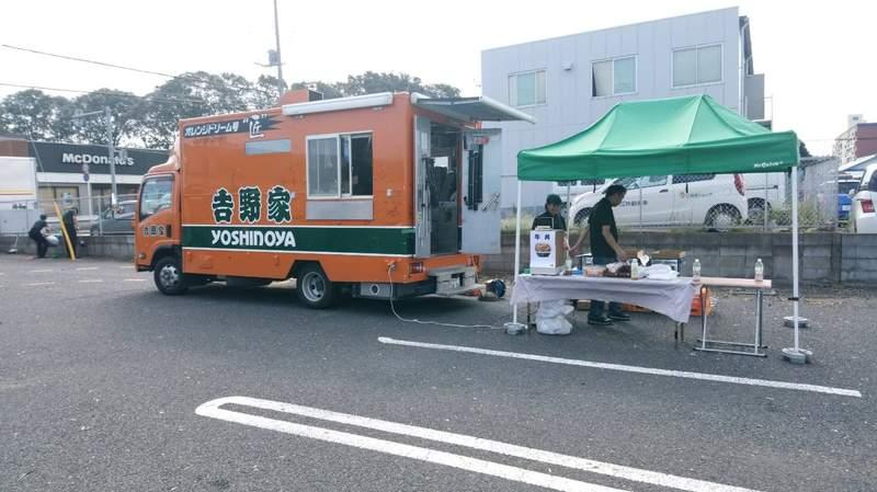 《做灾民的生意挨骂了》吉野家餐车开进颱风灾区 有人感谢也有人质疑怎幺能收钱?