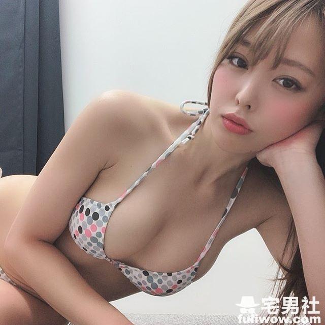 日本写真女模《吉野七宝实》用F杯欧派晒鱼乾散发海鲜味!