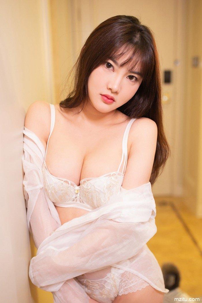 清秀甜美不失性感,秀人女神小仓鼠成熟气质百般撩人 wowo123.tv