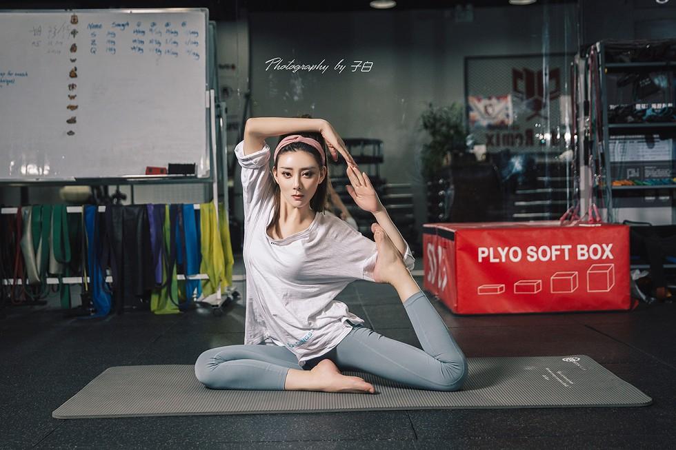 嫩模莫晓希居家性感紧身瑜伽服秀完美身材无圣光写真9P wowo123.tv