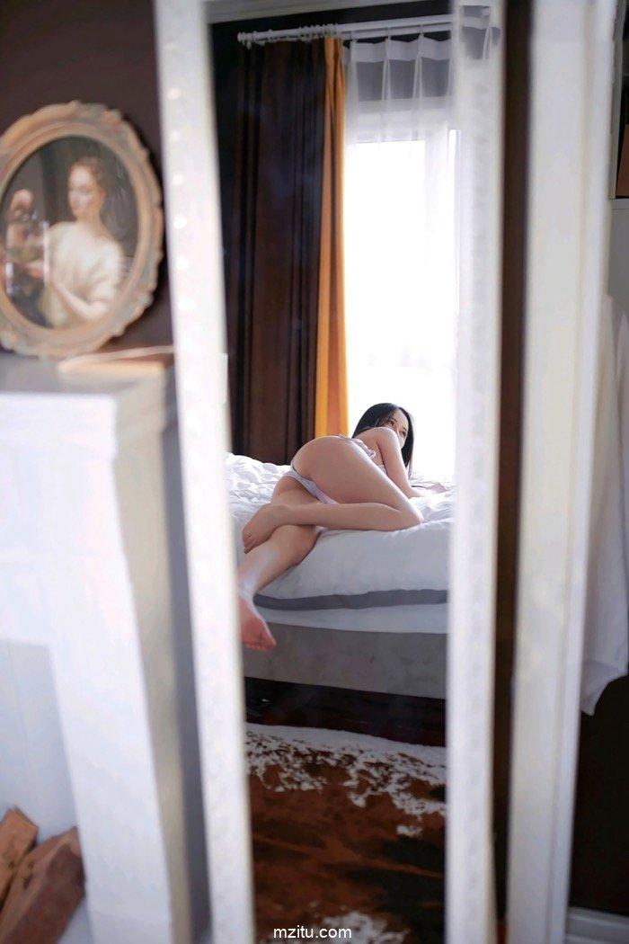 白色胸罩福利写真 美女模特白白Alina肤若凝脂白嫩水灵