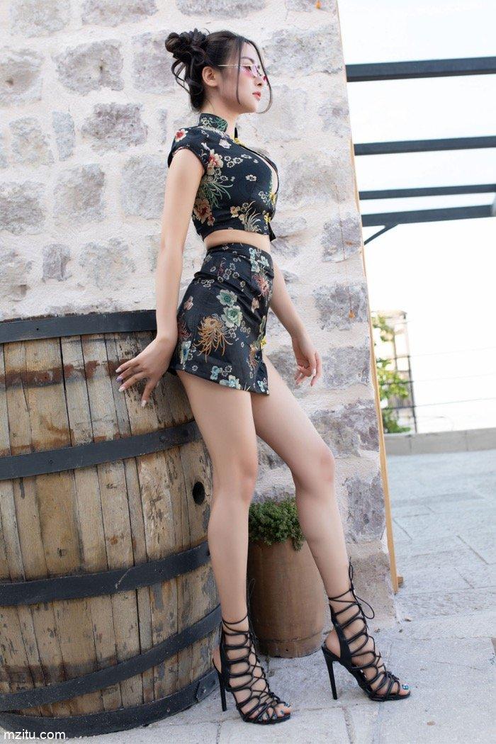 旗袍佳人穆菲菲魅力四射 修长美腿完全诠释高级小性感