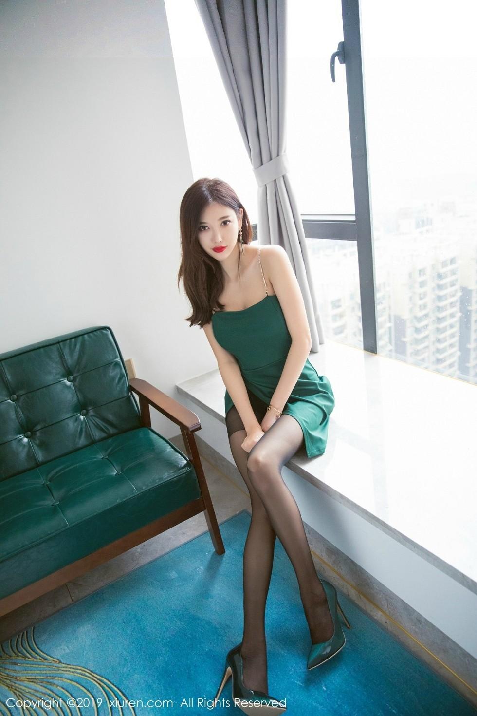 女神杨晨晨sugar低胸连身裙配超薄黑丝裤袜完美诱惑无圣光写真65P