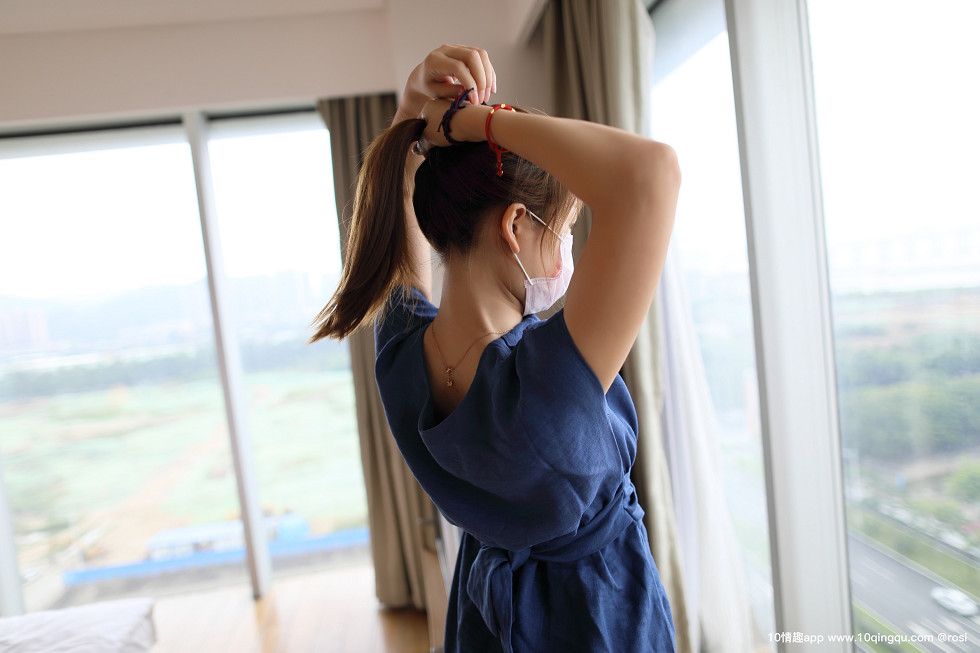 口罩系列NO蓝色连身裙美女居家撩裙无内肉丝裤袜撩人诱惑无圣光写真57P
