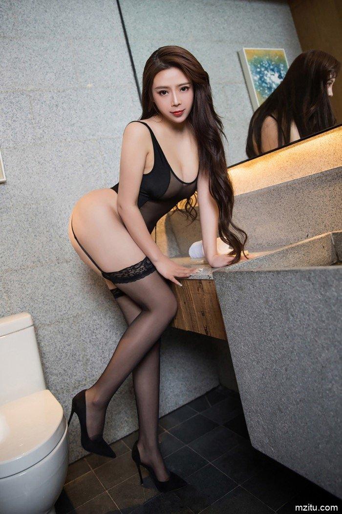 肥嫩熟女Miki兔酒店私拍 黑白蕾丝呈现诱人肉体