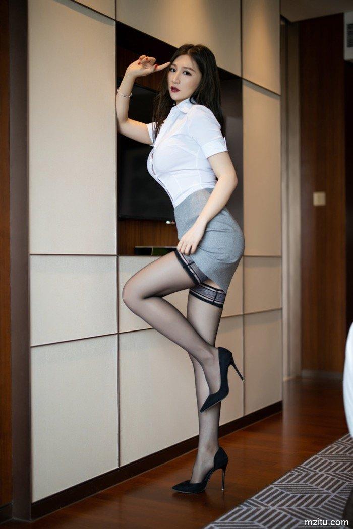 还是熟女最浪!美艳御姐顾桥楠床上性感风骚姿势销魂
