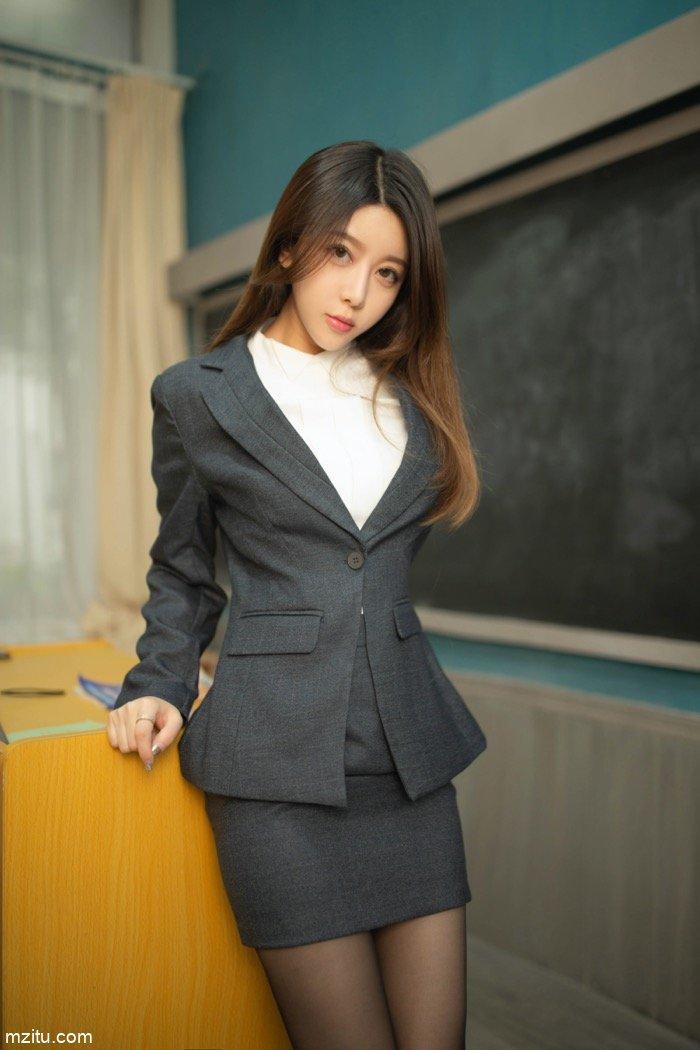 秒杀日本AV!夏诗诗老师真实教室场景上演香艳课堂