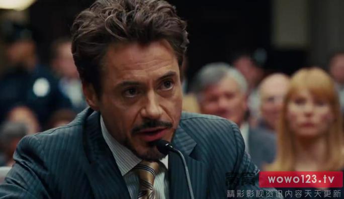 钢铁侠2剧照:托尼在国会听证上拒绝交出技术